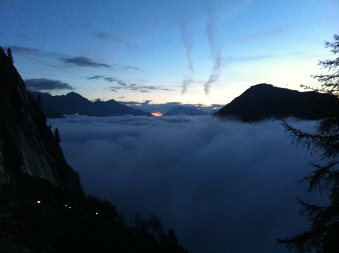 breaking through teh clouds on teh way to Tete aux Vents
